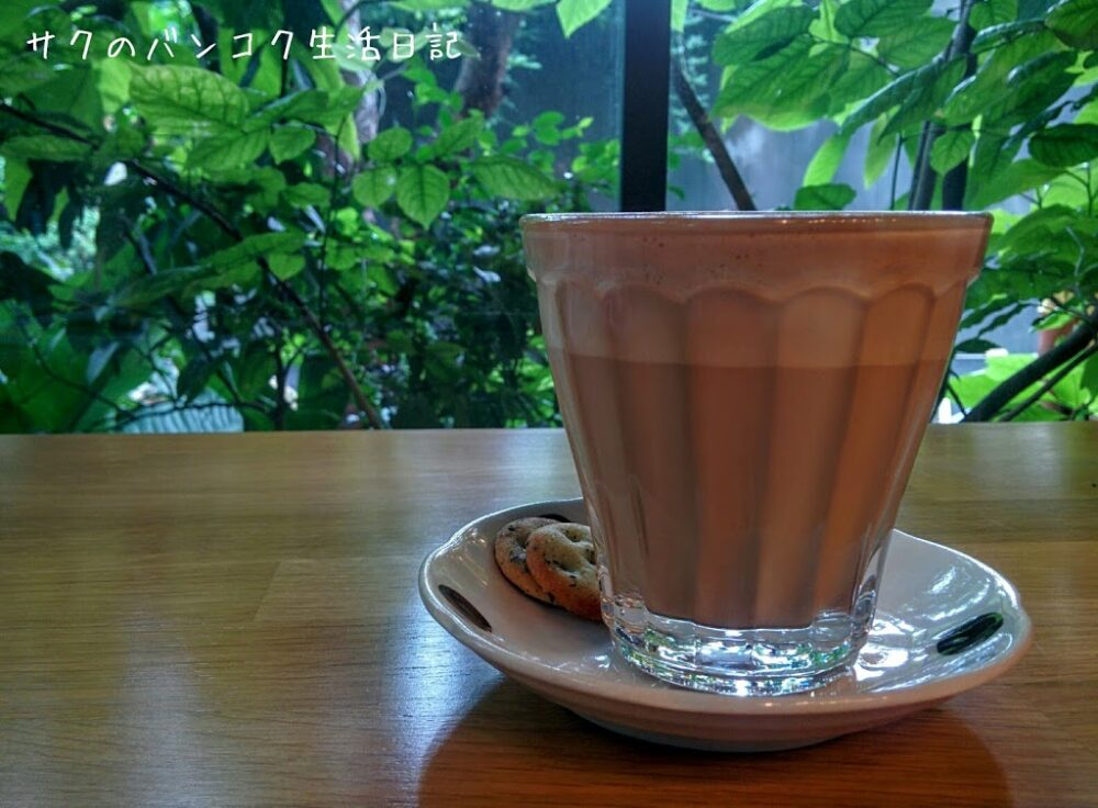 【Library(ライバーリー)】プラカノンの緑いっぱいカフェ