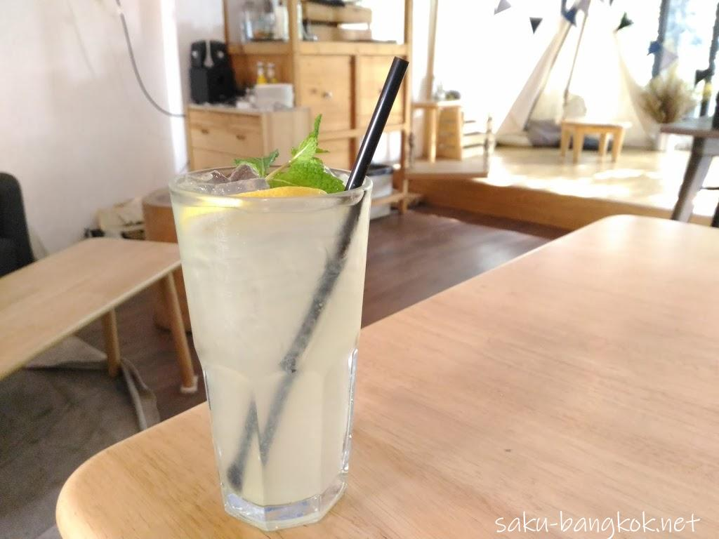 【移転】可愛くって落ち着くトンローのカフェDandelion(ダンデライオン)@ Sukhumvit 49と51の間