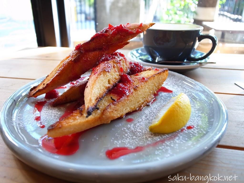 ブルー ダイ カフェ(BLUE DYE CAFE) 】カフェラテが美味しいトンローの隠れ家カフェ
