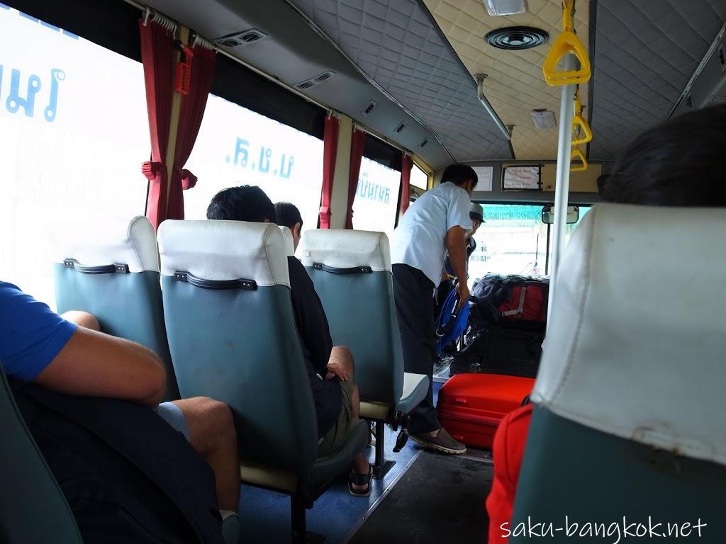雨のクラビ旅行(1)~空港シャトルバスとホテルとクラビタウン散策
