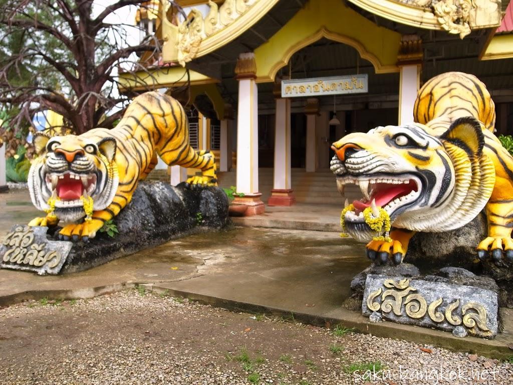 雨のクラビ旅行(5)~1,272段の石段の先にある絶景「タイガー洞窟寺」
