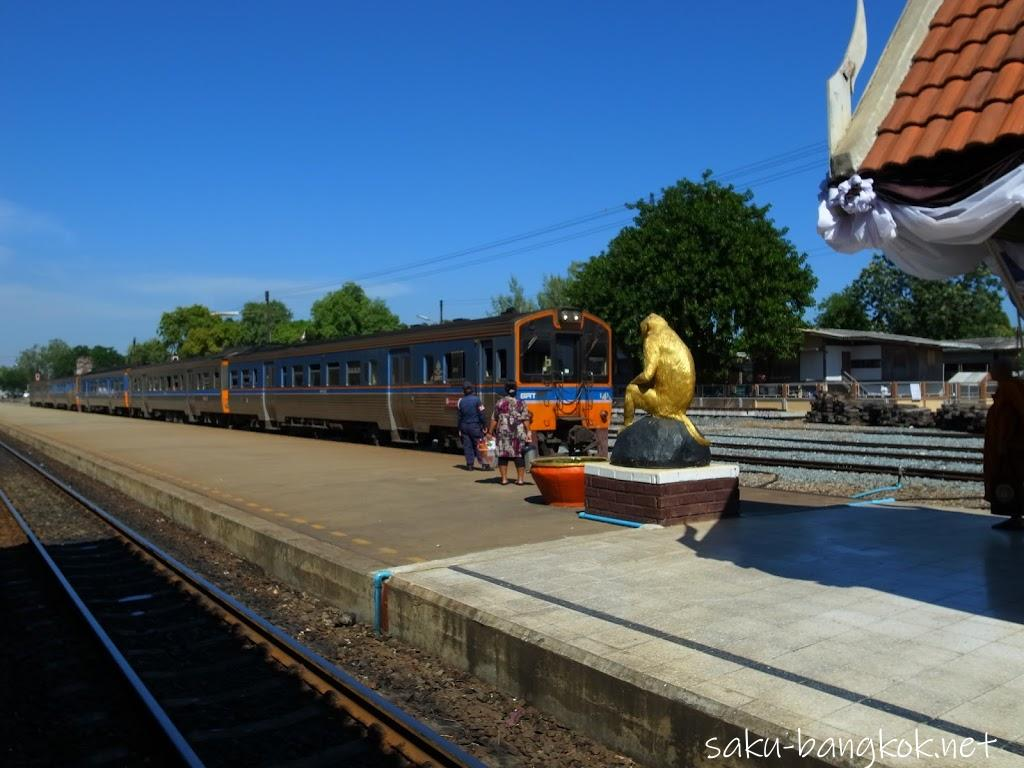 ひまわり畑だけじゃない!タイ・ロッブリーはクメール遺跡と猿の街