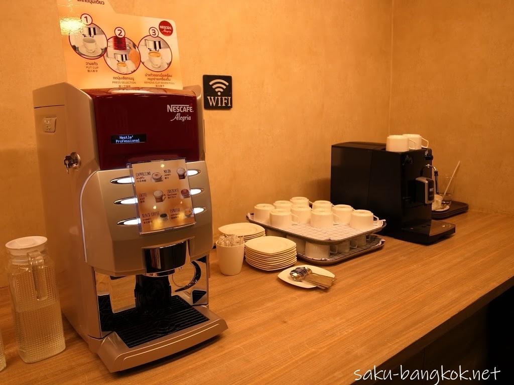 【春らんまん Comic Cafe &Bar】24時間365日営業のバンコクの漫画喫茶