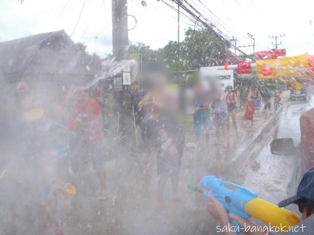 ピックアップトラックに乗ってサムイ島のソンクラーン(水掛け祭り)を満喫【サムイ島旅行記2017