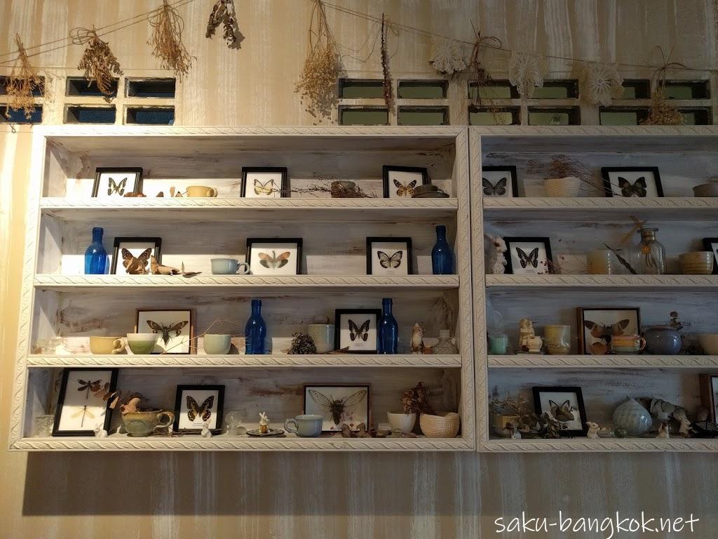 【チュアンピサマイカフェ】アーリーにあるラブリーなお花の水着で大人気のタイブランドのカフェ