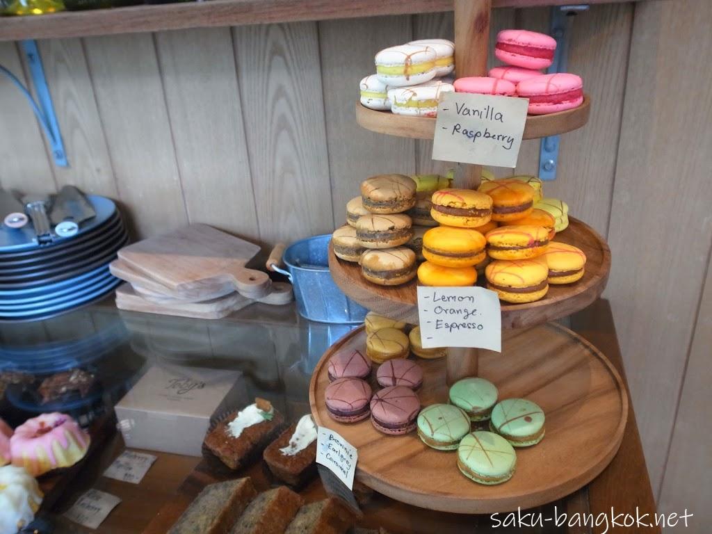 カウター周辺のケーキ類