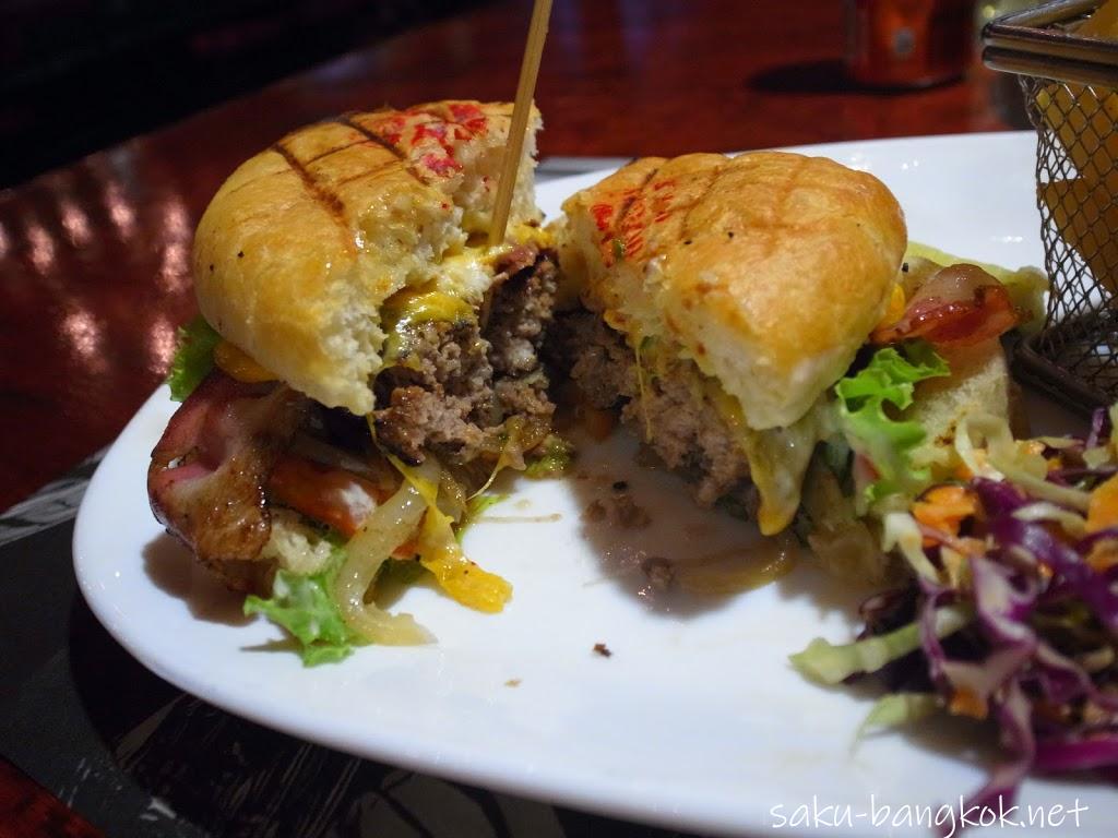 ハンバーガーが美味しいステーキハウスHungry Wolf's Steak & Ale-House