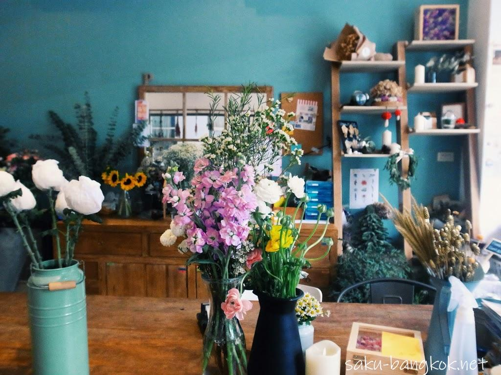 【Flower in Hand By P.】バンコク・アーリーにあるカフェ併設のかわいいお花屋さん