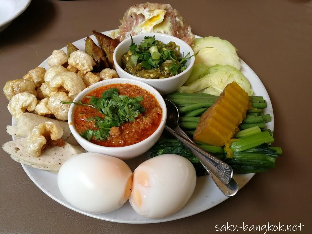 ニマンヘミンのトンテムト(Tong Tem Toh)は行列のできる北タイ料理店【チェンマイ旅行記2017