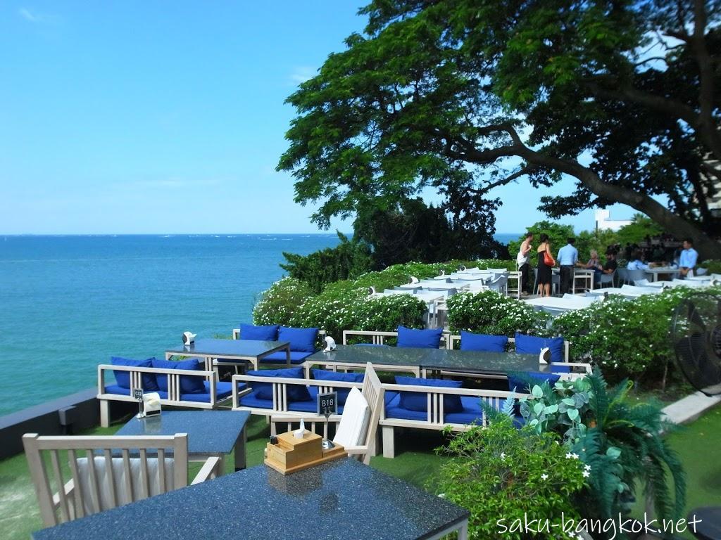 大きな木の下のレストランで海を眺めよう The Sky Gallery