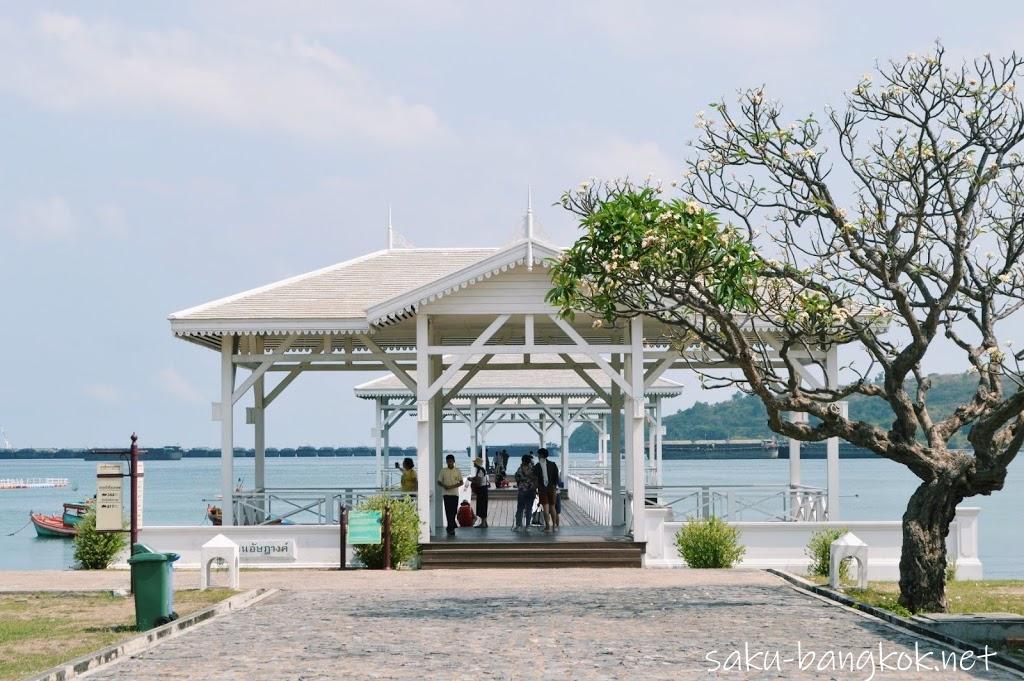 バンコクから日帰りできるビーチ「シーチャン島」