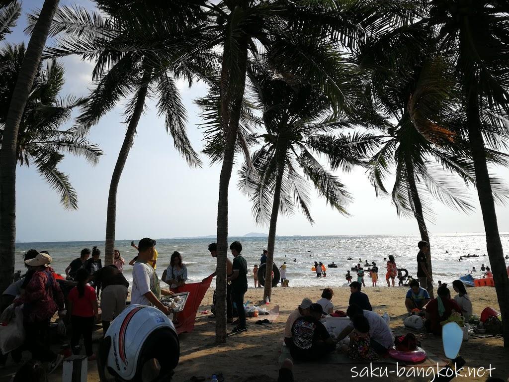 シラチャの近くにあるタイ人に人気のローカルビーチ・バンセン