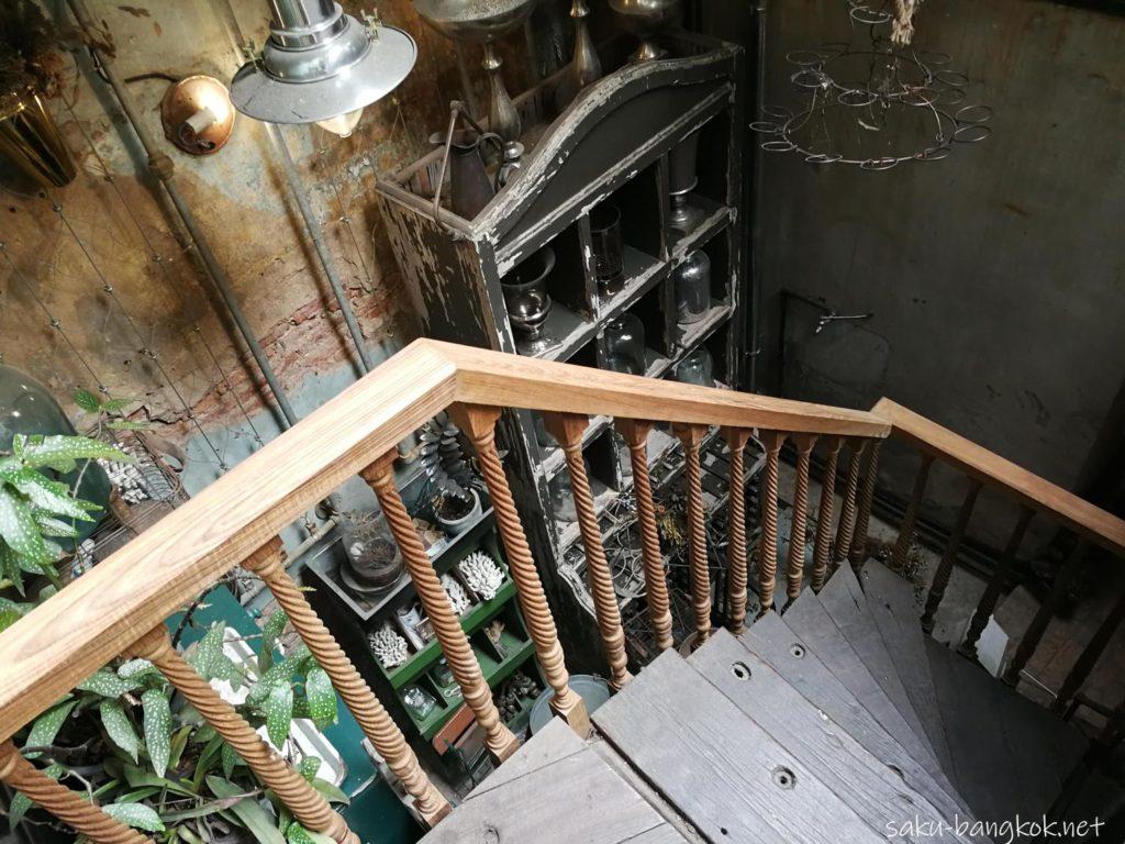 Wallflowers Cafeへ向かう階段