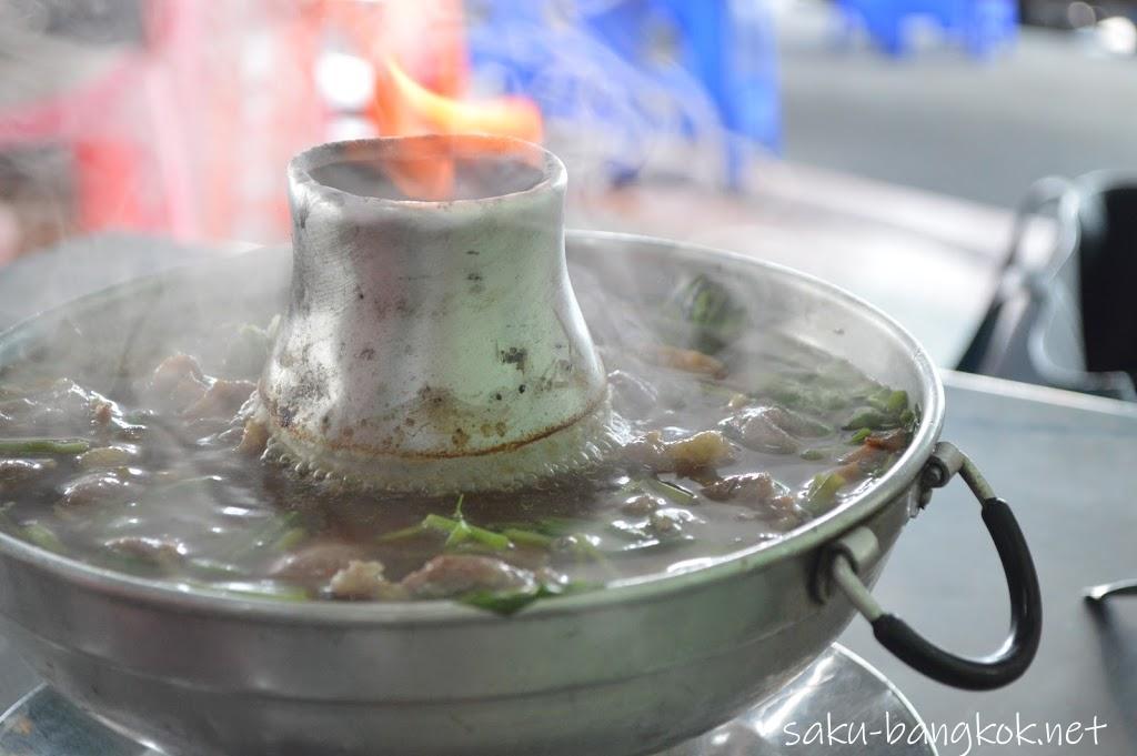 「ヘンチュンセン」で食べるモツ鍋が最高に美味しい!