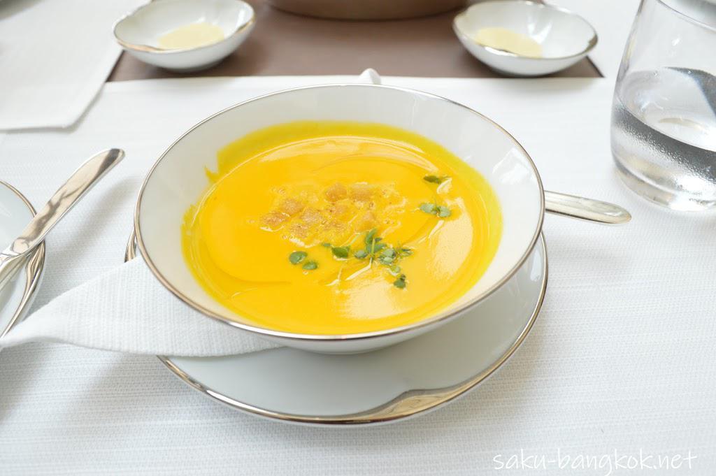 パークハイアットバンコク Embassy Roomのランチ スープ