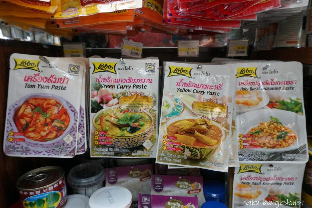 スワンナプーム国際空港のファミリーマートで売っているタイ料理ペースト