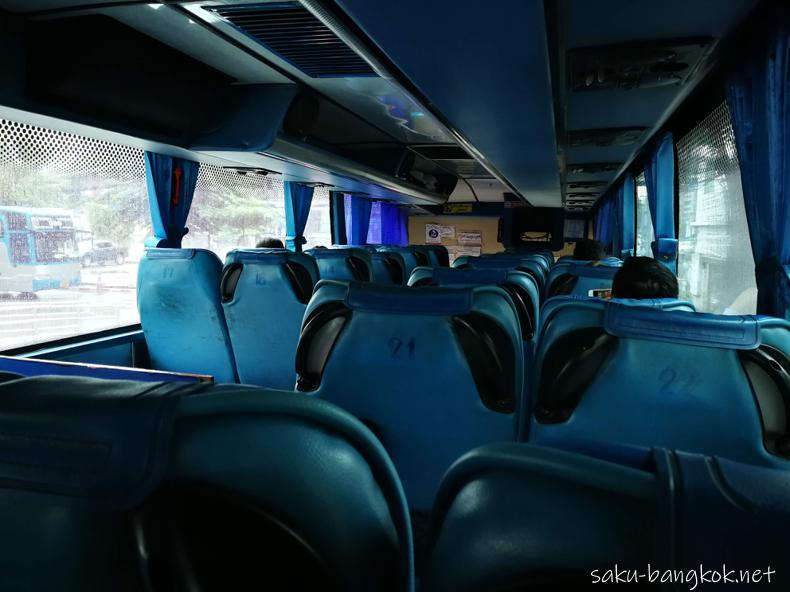 シラチャー行きのバスの座席