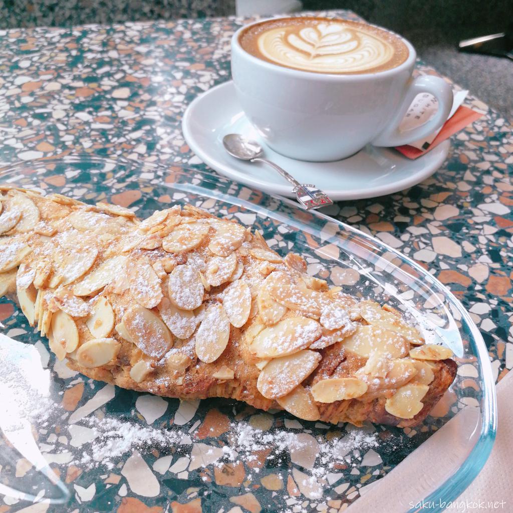 【BOYY & Son Café】のアーモンドクロワッサン