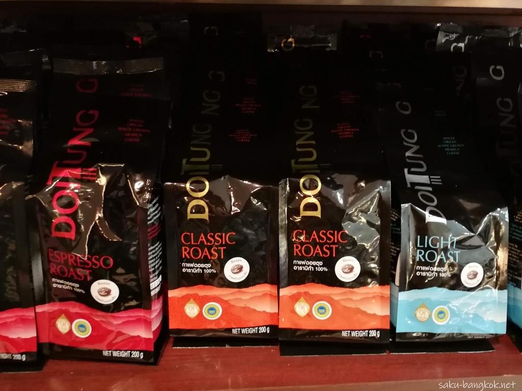 スワンナプーム国際空港で売っているDOI TUNGコーヒー 230バーツ(約770円)