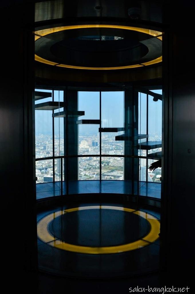 マハナコンのルーフトップに行くエレベーター