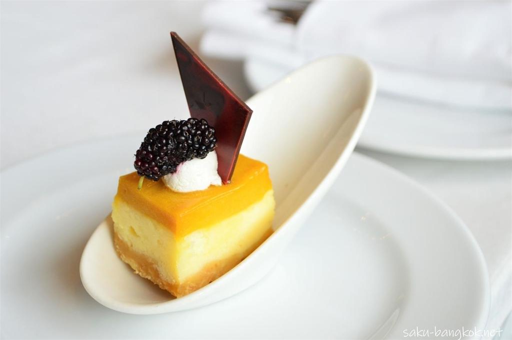 マンゴーマルベリーチーズケーキバー
