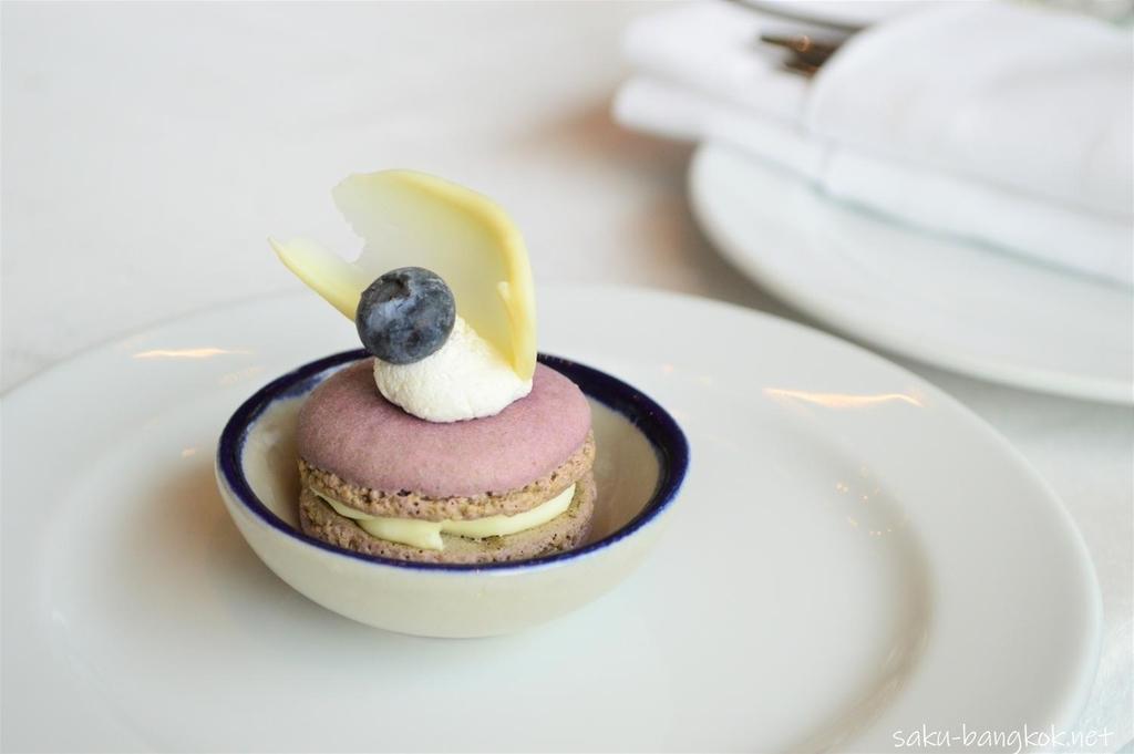 マスカルポーネクリームのブルーベリーとレモンのマカロン
