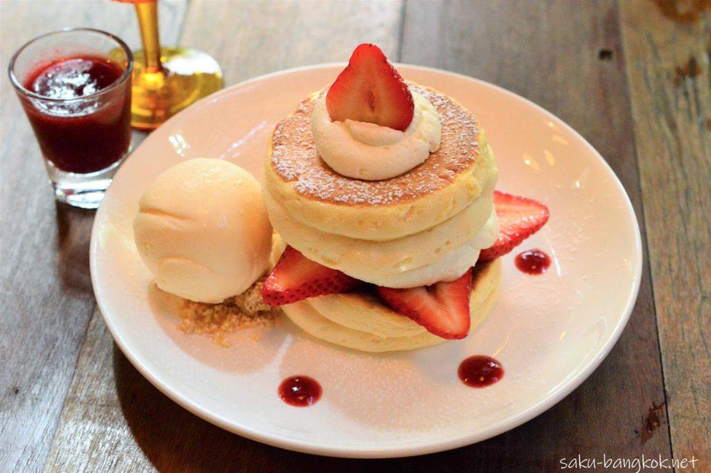 バンコクのカフェ「カーサラパン」のパンケーキ