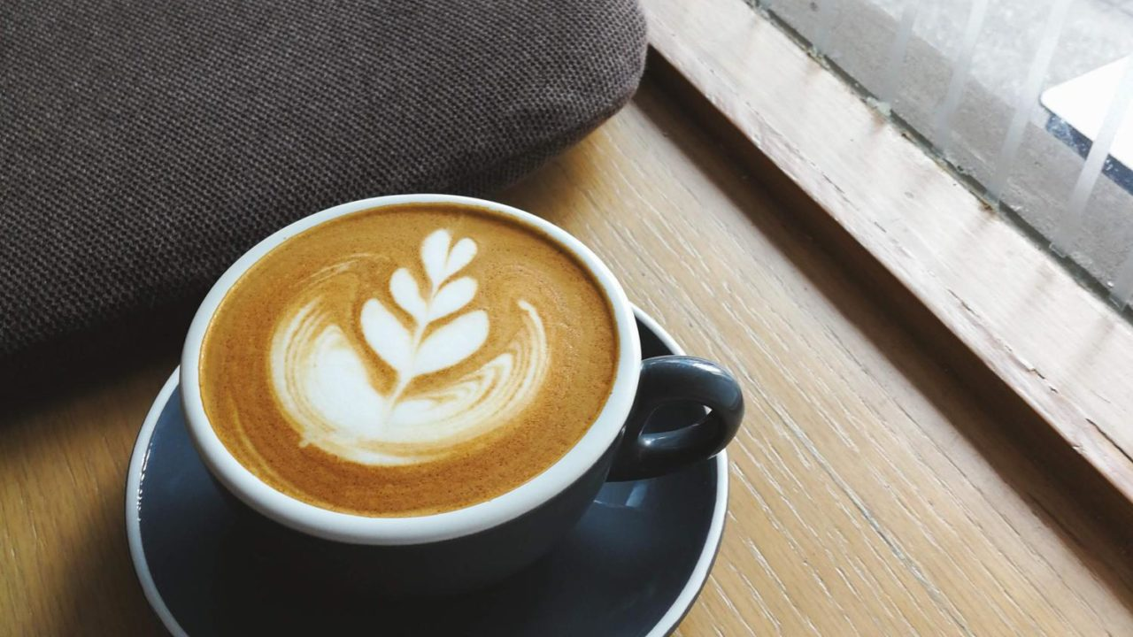 インビジブル Invisible Coffee Roomのホットカフェラテ