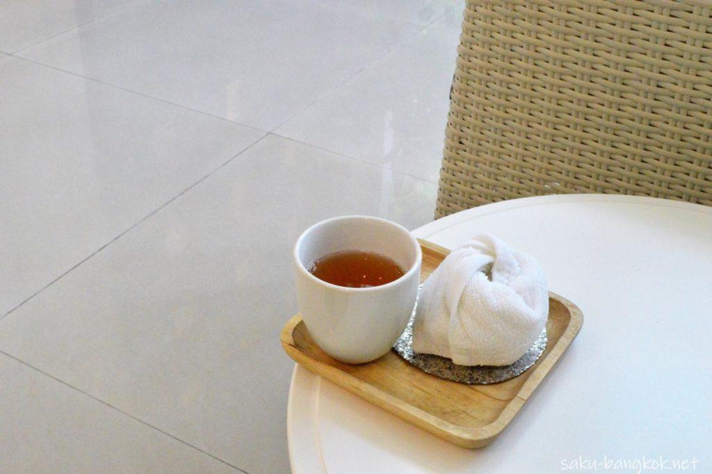 バンコクの整体スパYIM's Style イムズスタイル おしぼりとお茶