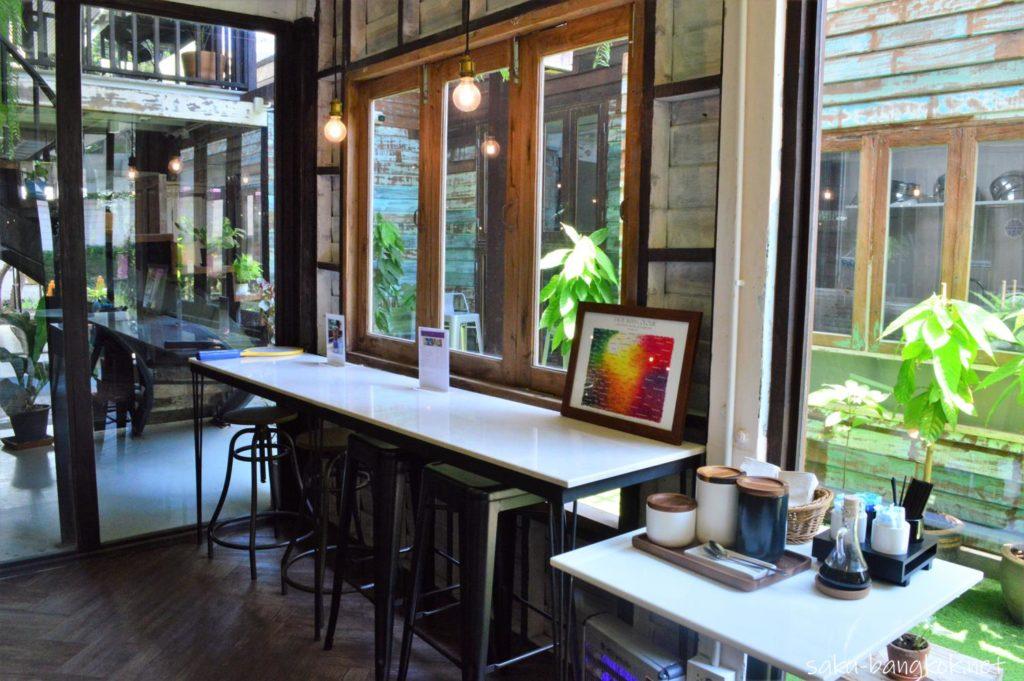 タイ産チョコレートカフェ KADKOKOA の店内