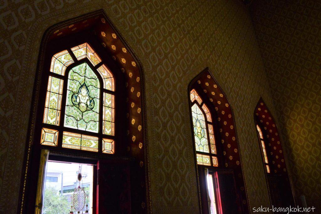 ワット・ベンチャマボピット(大理石寺院)のステンドグラス