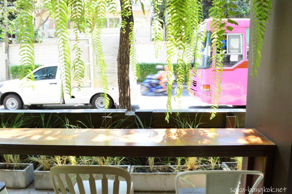 タイ産チョコレートカフェ KADKOKOAのテラス席