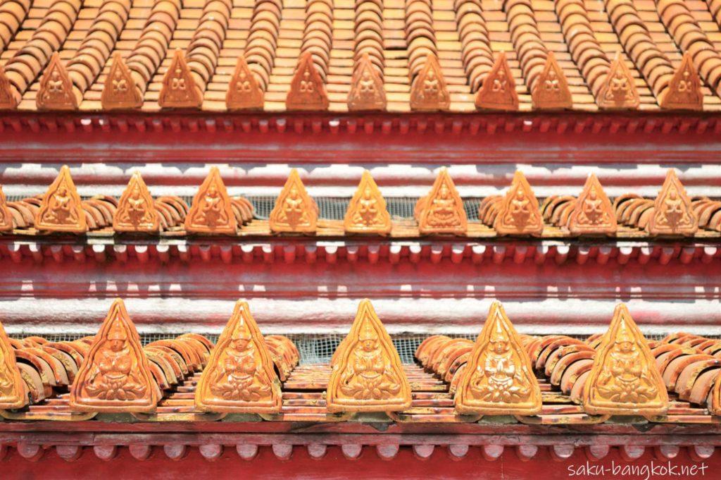 ワット・ベンチャマボピット(大理石寺院)の回廊の屋根