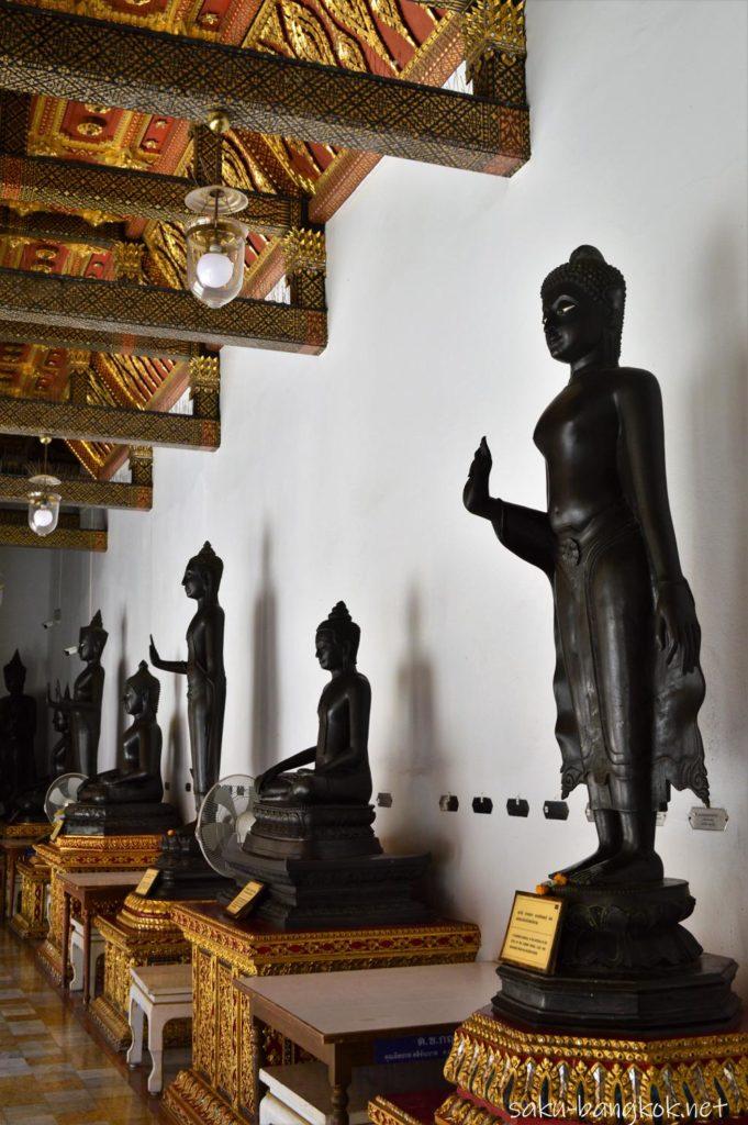 ワット・ベンチャマボピット(大理石寺院)の回廊