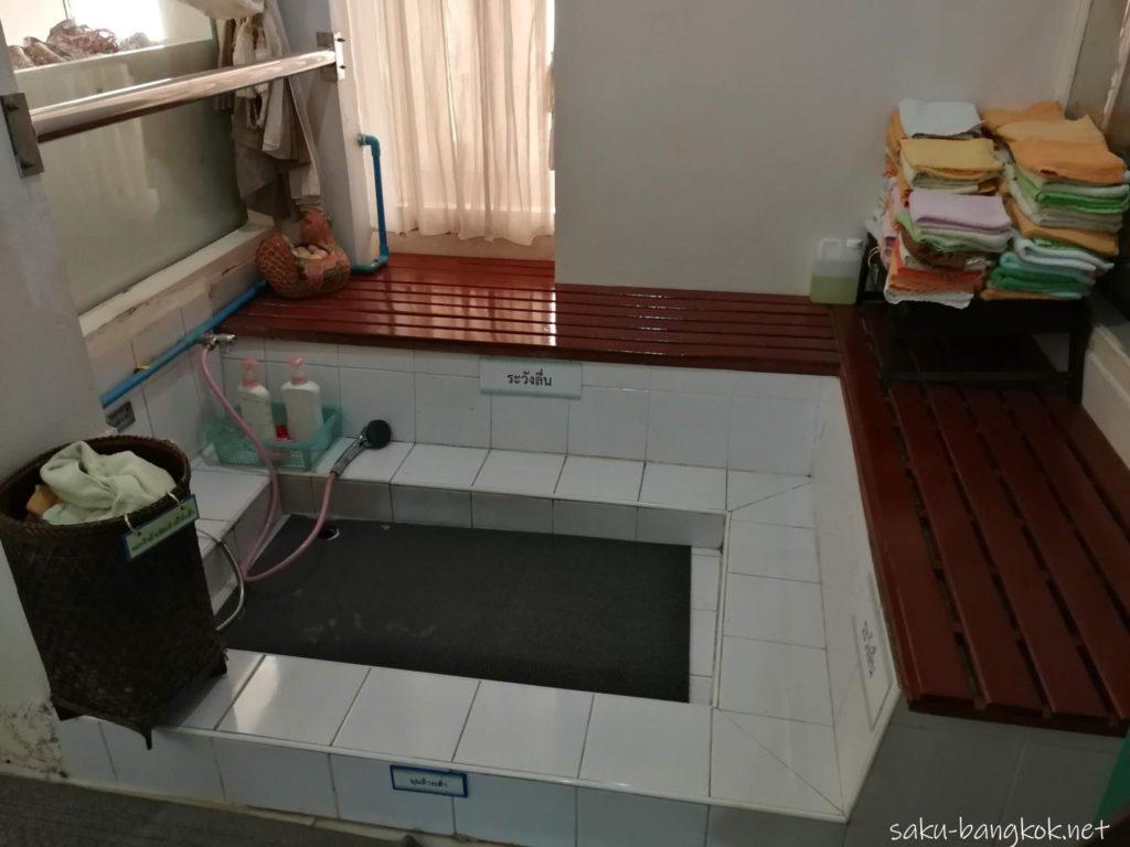 アバイブーベ病院のマッサージセンターの足洗い場