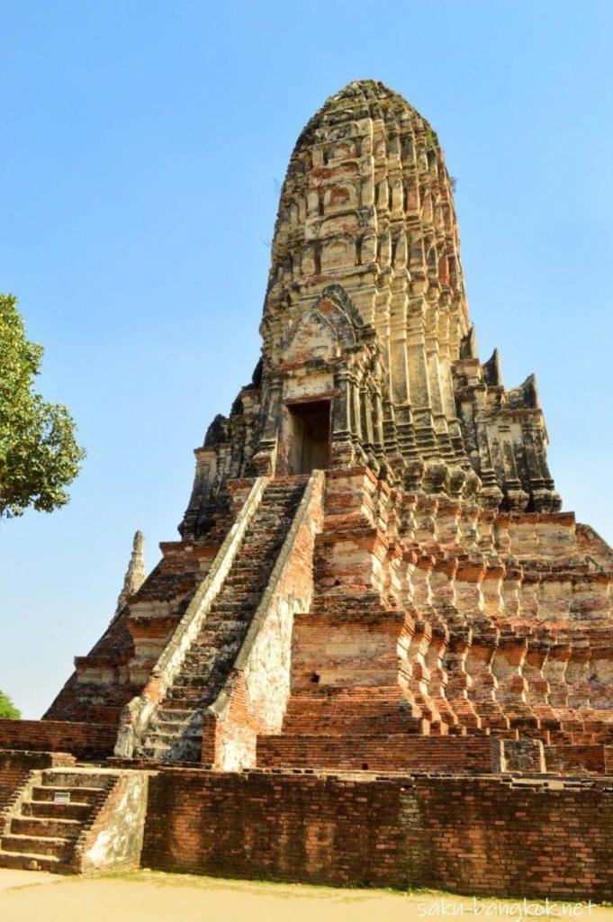 ワットチャイワッタナーラムのクメール様式の仏塔