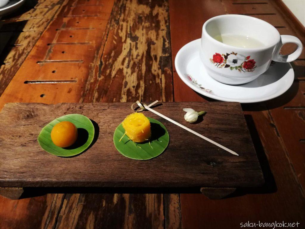 スパンニガークルーズ 食後のお茶とお菓子