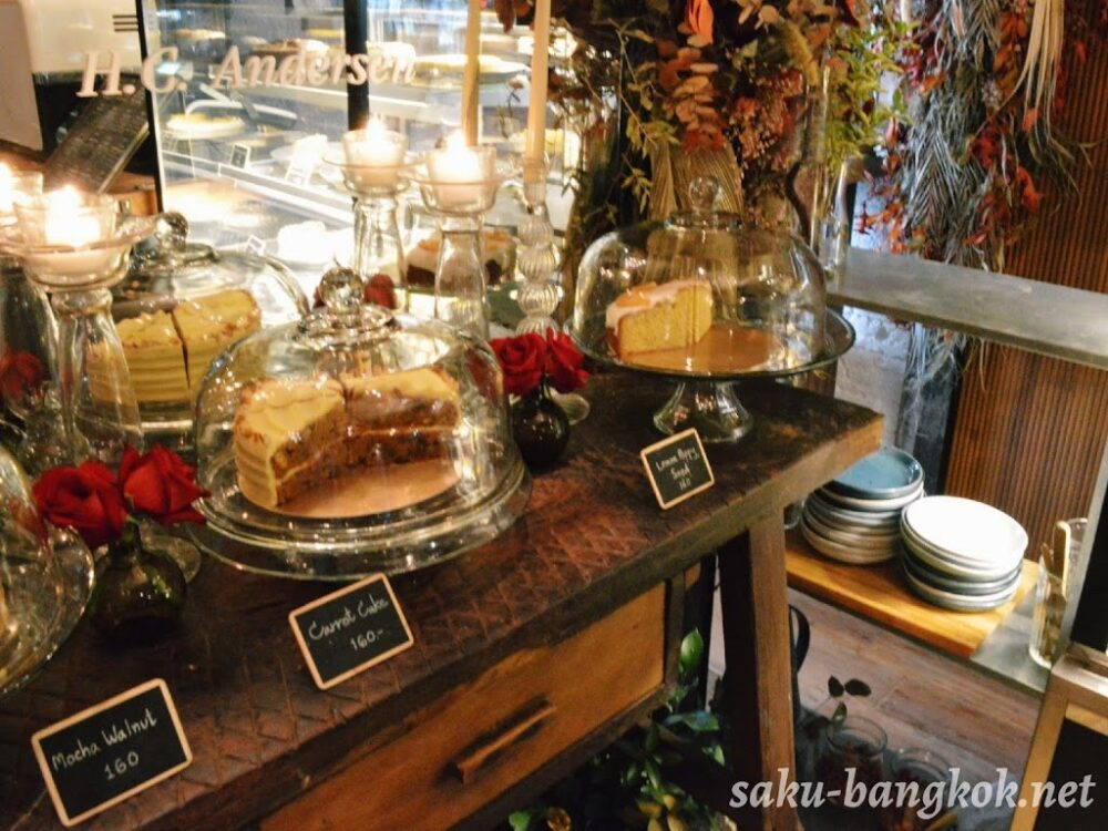 Floral cafe at napasornのケーキ