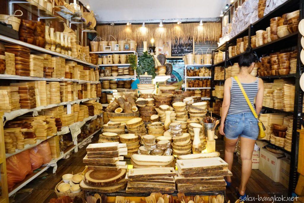 チャトゥチャックウィークエンドマーケットの木製食器の店 外観