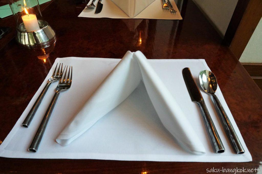 セラドンのテーブルセッティング