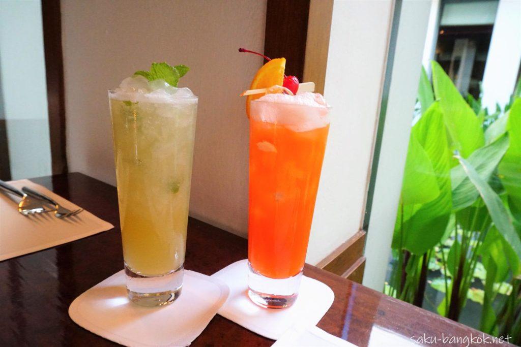 Mocktail(モクテル) Grape Fruit Cooler(左)とFruit Punch(右)