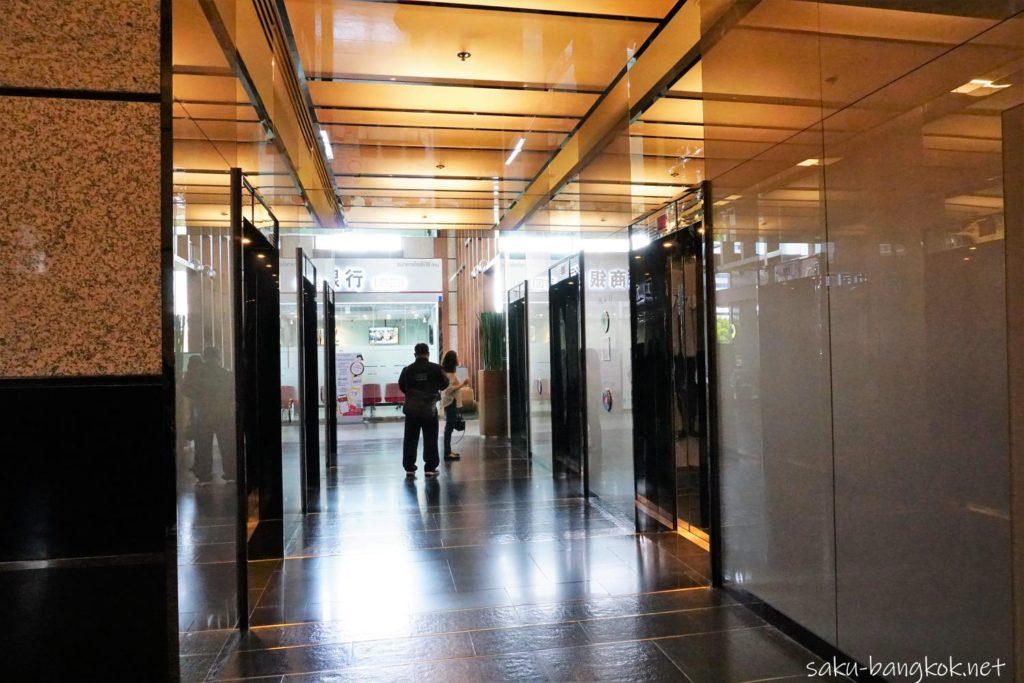 バンコクサクラクロスクリニック(Sakura Cross Clinic)への行き方 エンポリアムタワーのエレベーター