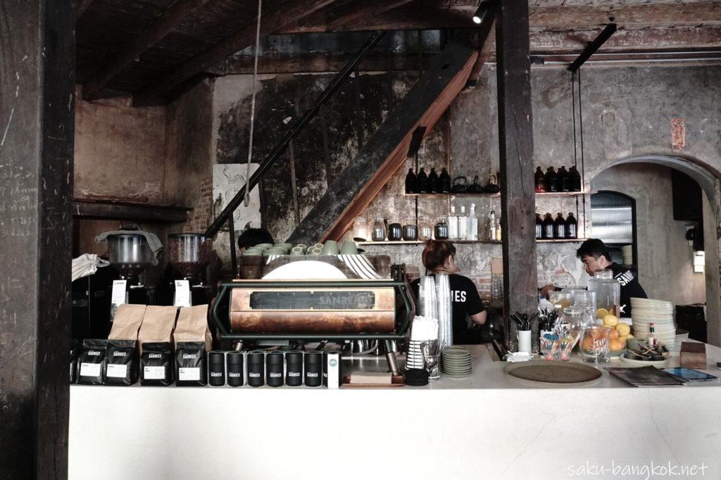 Sarnies Bangkokのコーヒーカウンター