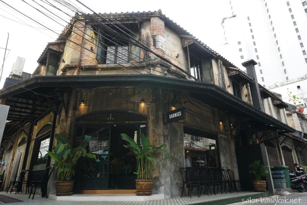 Sarnies Bangkokの外観
