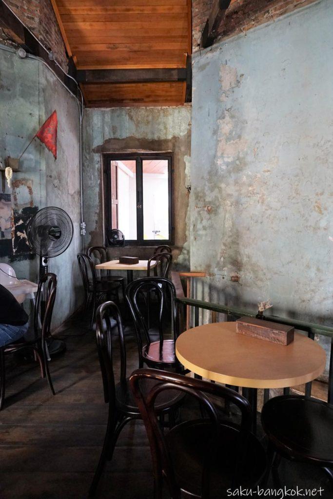 Sarnies Bangkokの2階席