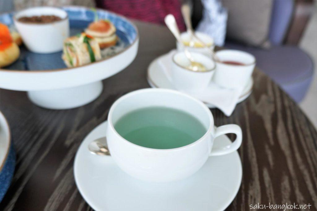 ウォルドーフアストリアバンコク「ピーコックアリ-」のアフタヌーンティーのお茶