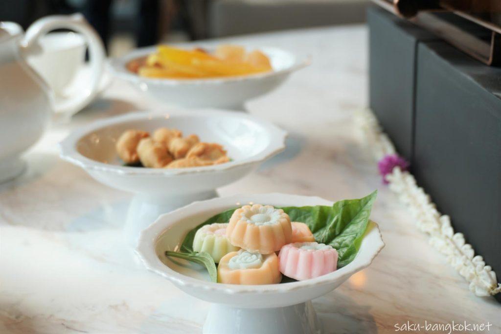 Hyatt Regency Bangkok Sukhumvit 内 Sukhumvit Gallery のAfternoon tea 乾物