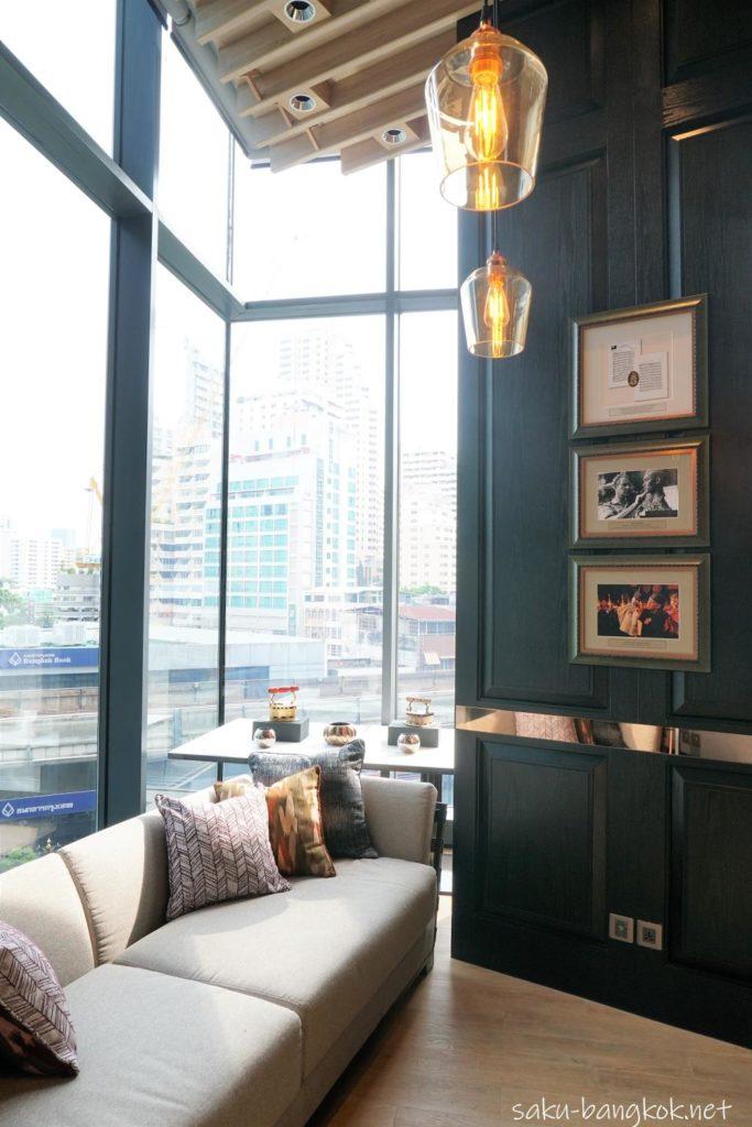 Hyatt Regency Bangkok Sukhumvit 内 Sukhumvit Gallery の雰囲気