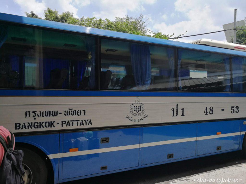 パタヤ行きのバス 車体番号