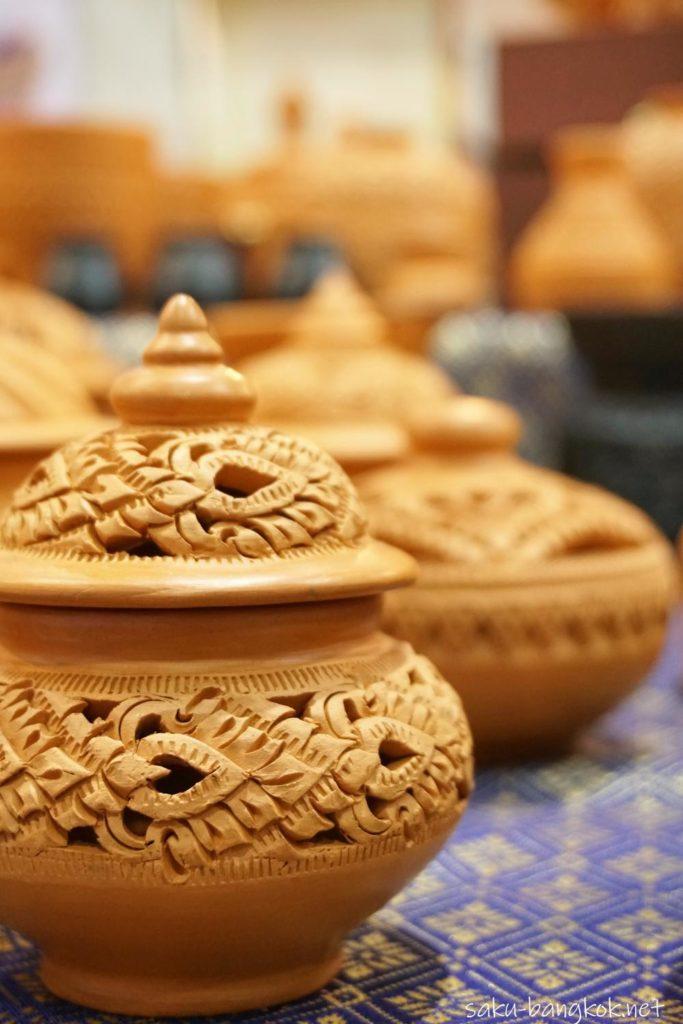 ノンタブリー県 クレット島の素焼きの陶器